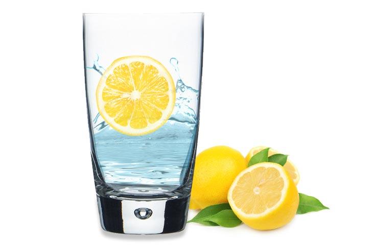 Jak pić wodę z cytryną